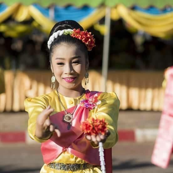 Dance Thai (khai mook)