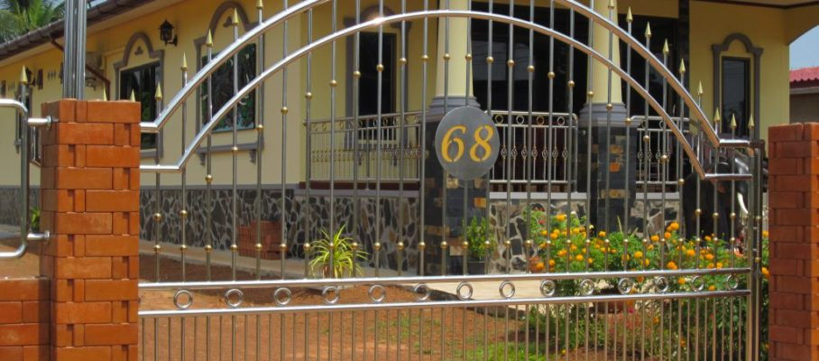 Gate with number